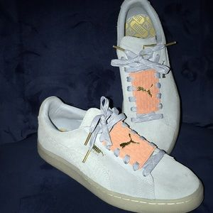 Baby Blue and Pink Low Top Suede Pumas. 💙